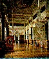天井も壁もすべて芸術品です